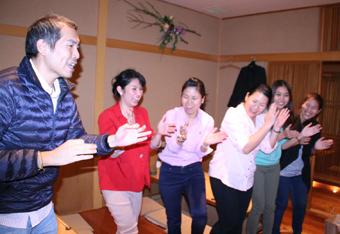 タイのオリジナルソングとダンス